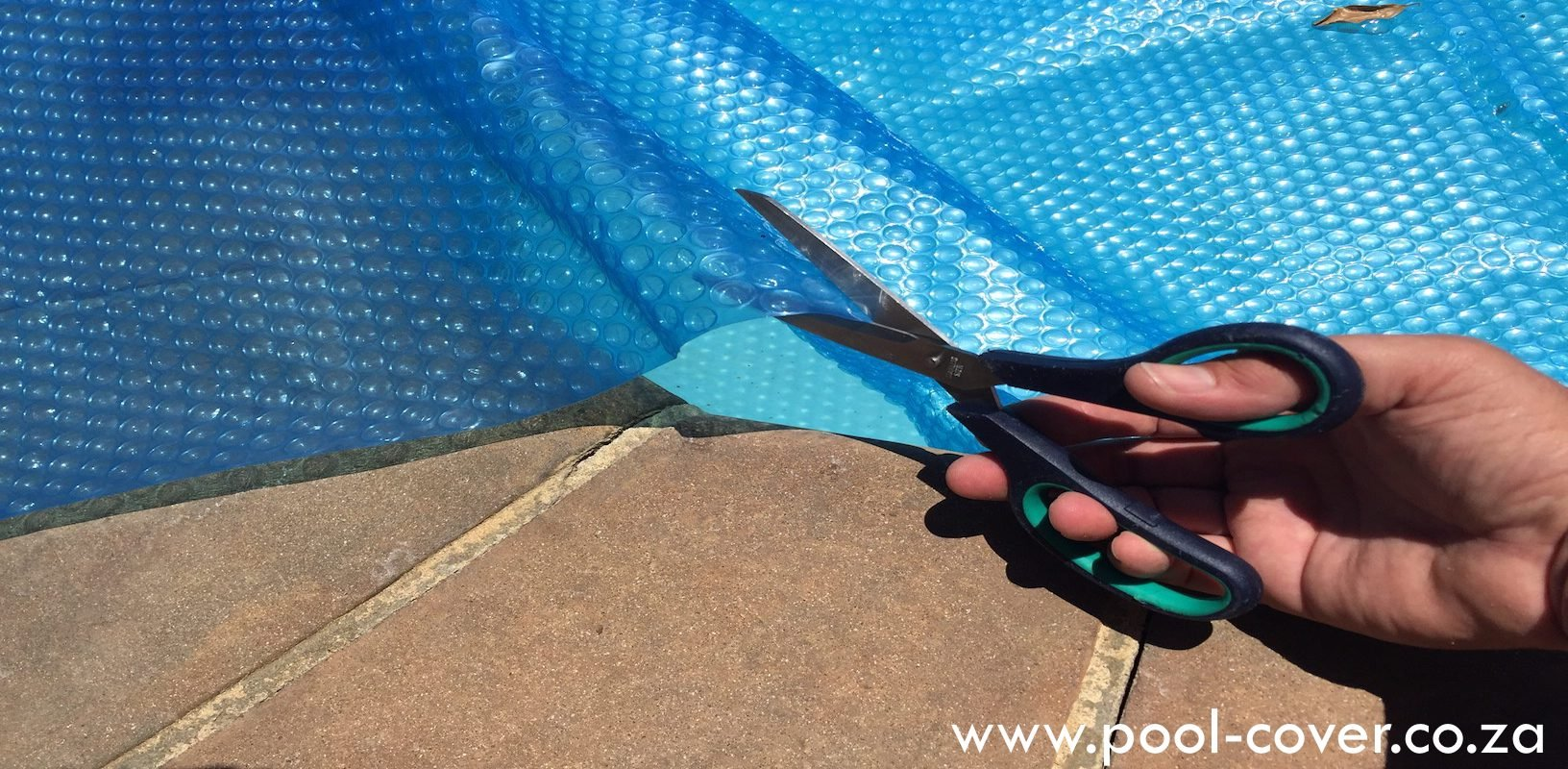 trimming-and-cutting-bubble-wrap-pool-cover-1